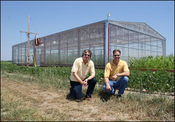 Robert Sharp and Felix Fritschi in front of the drought simulator