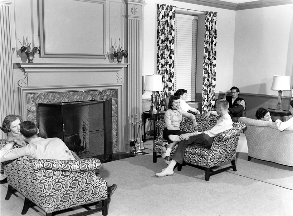 Men were allowed in the parlors of the dorms -- during certain hours. Courtesy University Archives.