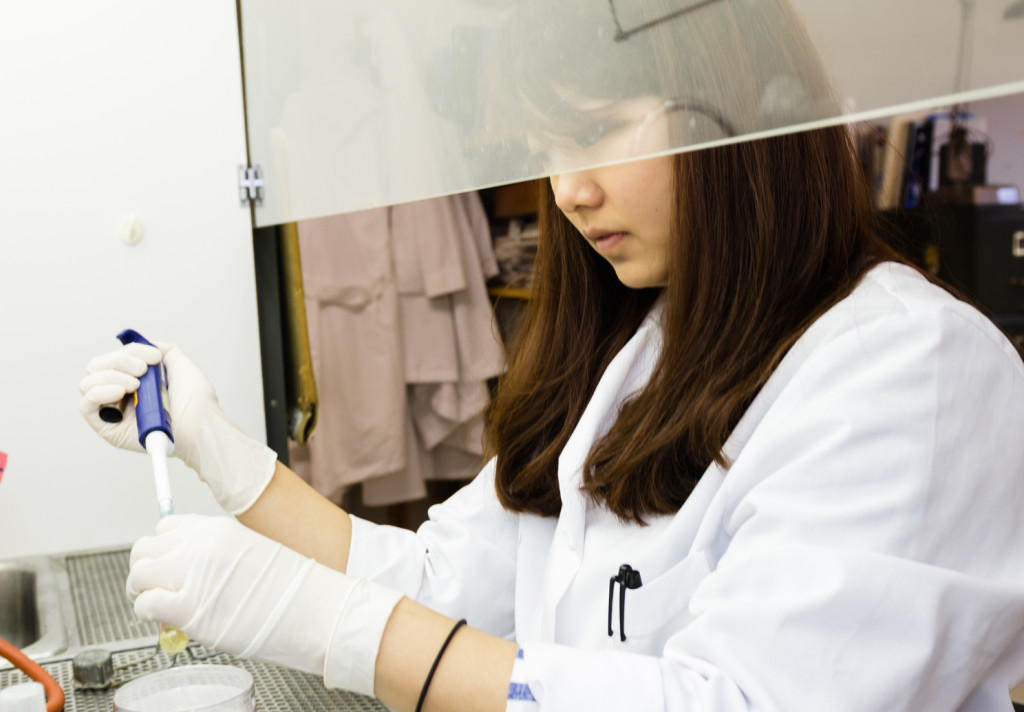 Graduate student Ami Yoo in the lab.