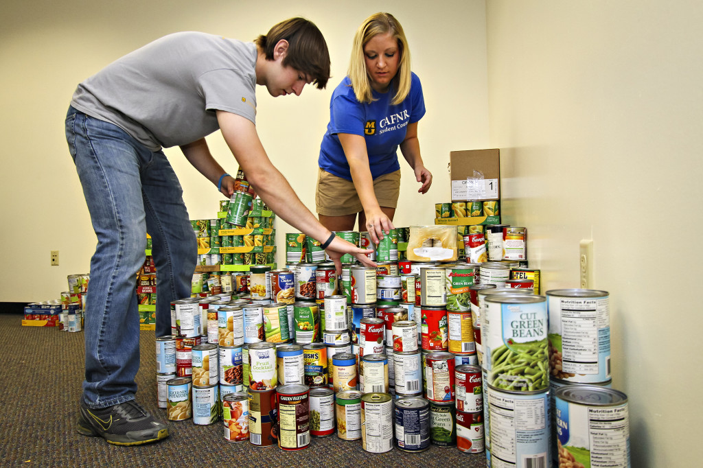 cafnr student council_canned food drive_10112013_0008
