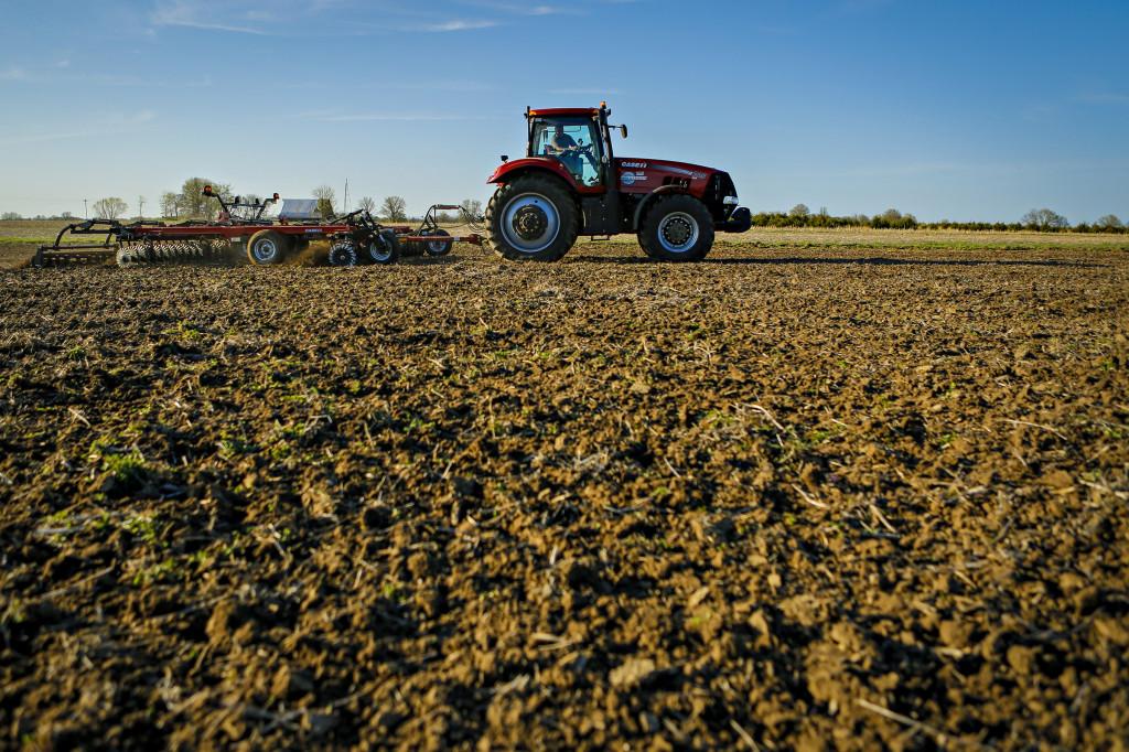 corn variety planting_bradford_04222014_0119