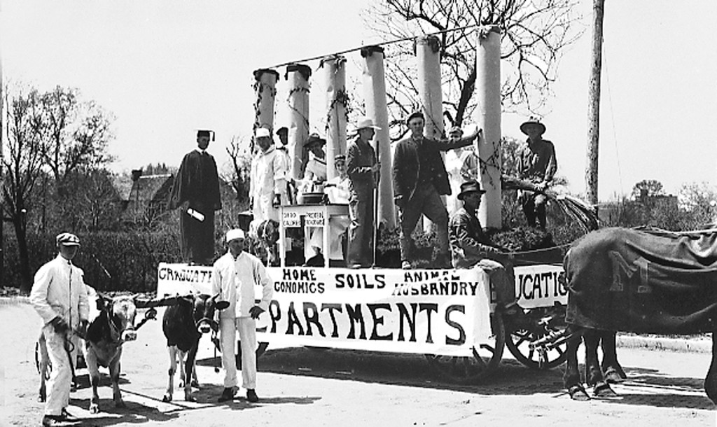 College department floats 1916. Courtesy University Archives.