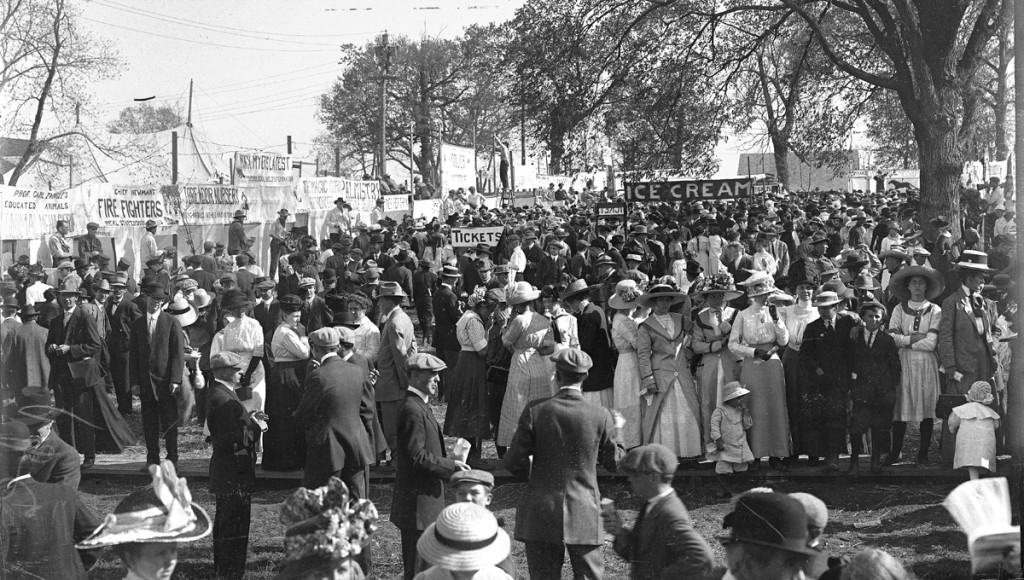 Crowd at midway 1927. Courtesy University Archives.