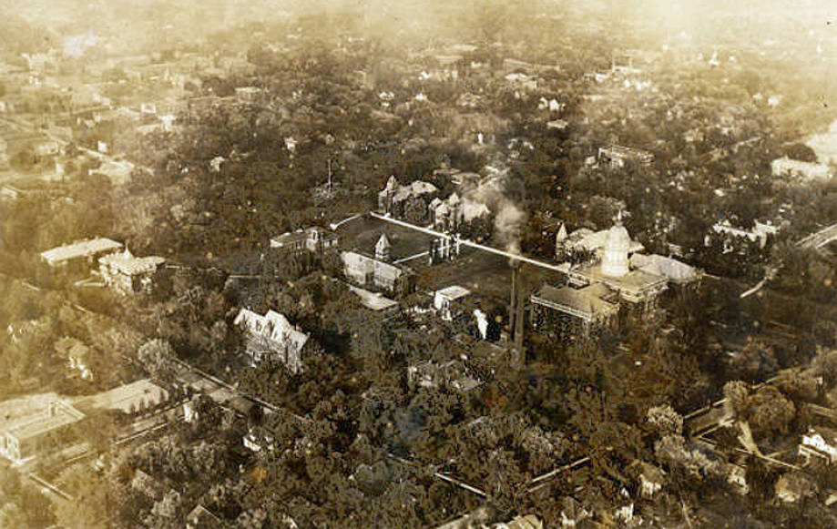 Aerial_view_of_University_of_Missouris_Red_West_Campus_1919
