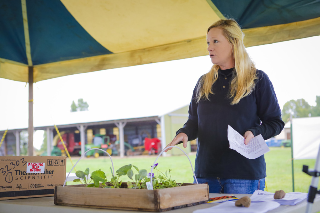 Kelly McGowan, MU Extension Horticulture Specialist, speaks to the crowd about fall gardening techniques and what works best for home plantings.