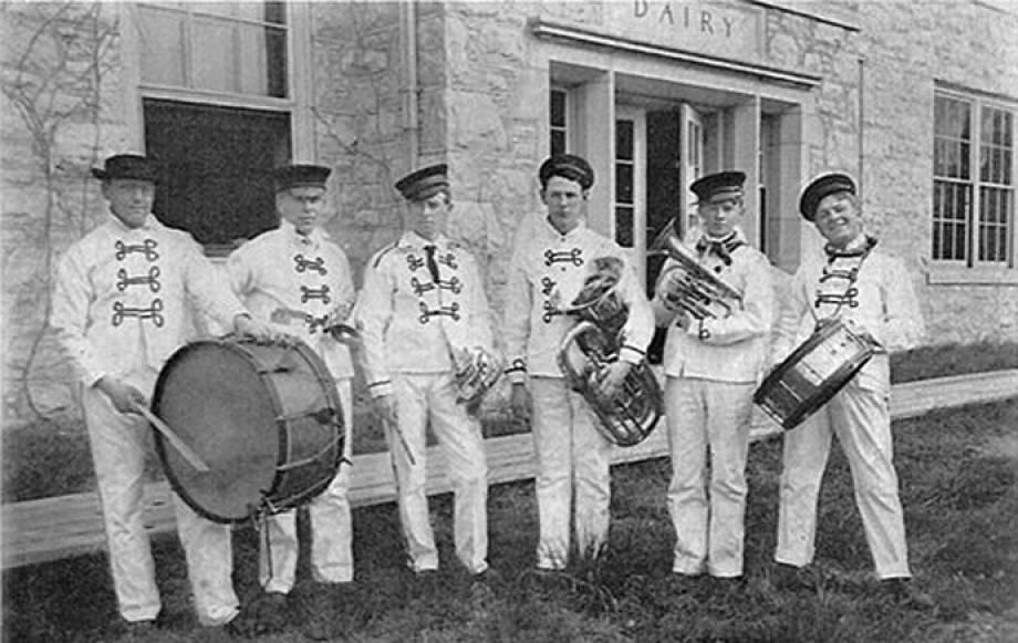 Savitar Barnwarming Band1906