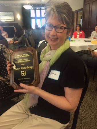 Sharon Wood-Turley receives the Excellence in Advising Award from MU Advisors Forum.