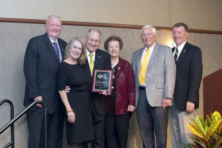 Litton Family Foundation honorary board member presentation to Dean Tom Payne. From left: Ed Turner, Alice Payne, Tom Payne, Bonnie Mitchell, Lowell Mohler, Bill Jackson.