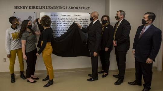 MU Celebrates Henry Kirklin with Dedication of LearningLab (click to read)